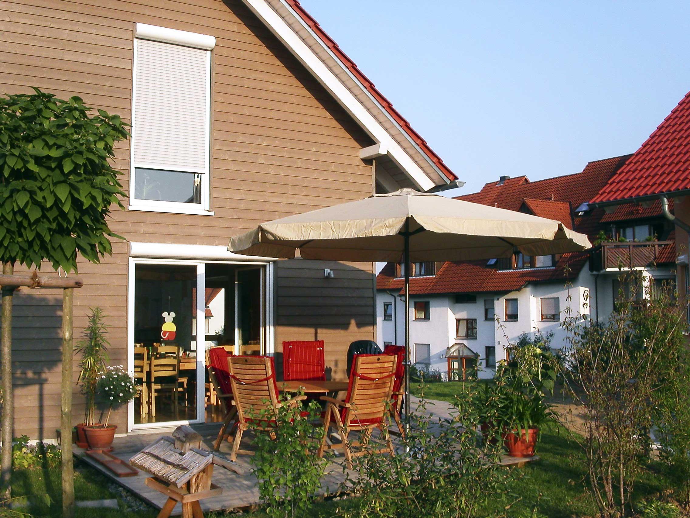 ... gr?nes wohnzimmer ludwigsburg : Die Terrasse der Familie Decker kurz