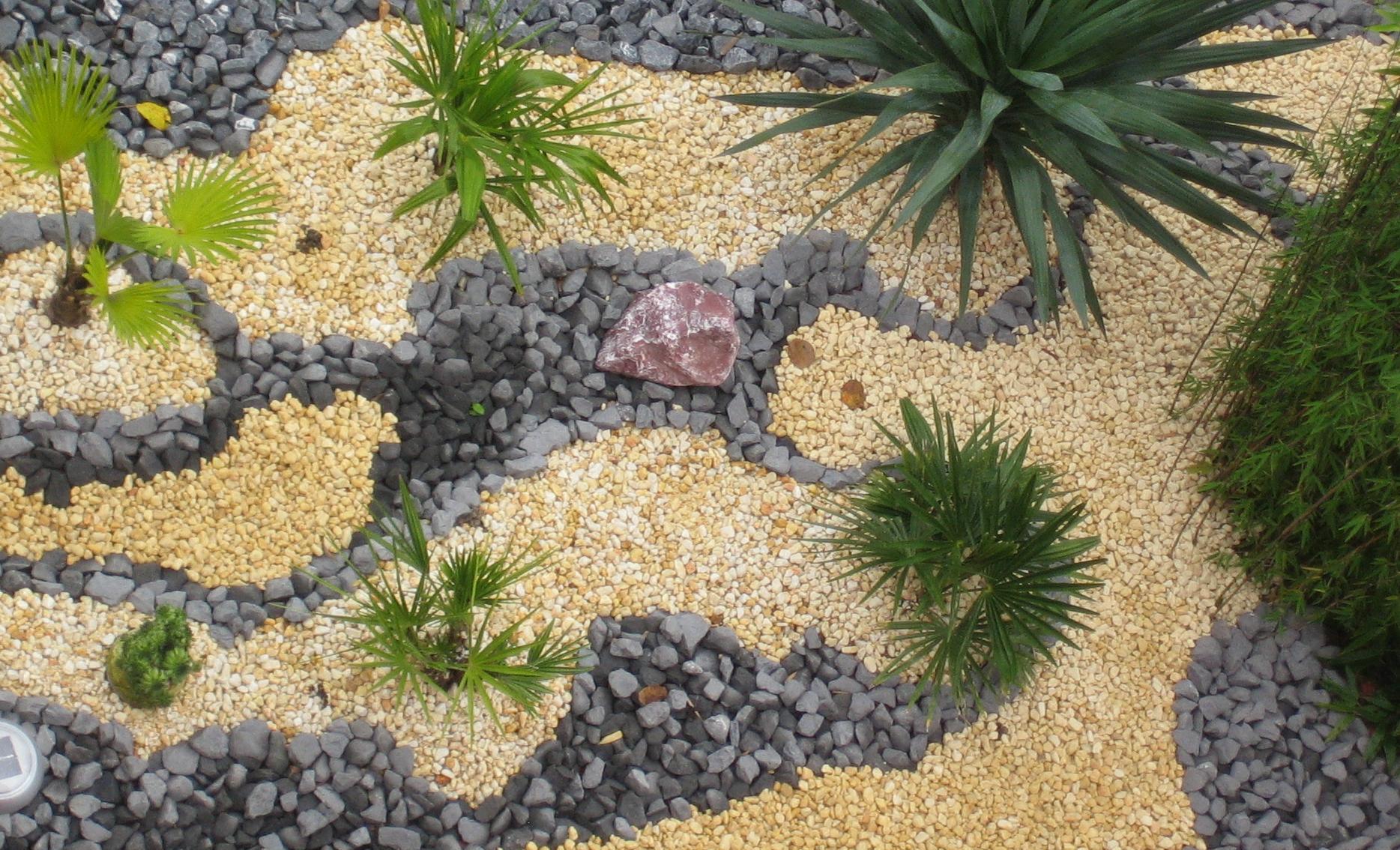Der vorgarten wird umgestaltet green24 - Gartengestaltung mit rindenmulch und steinen ...